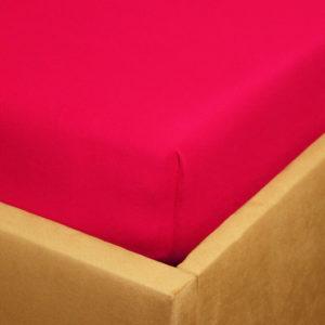 Prześcieradło jersey z gumką malinowe bordo na rogu łóżka firmy TuliSen.