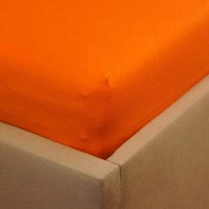 Prześcieradło jesrey z gumką pomarańczowe na rogu łóżka firmy TuliSen.