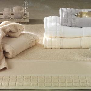 Ekskluzywne ręczniki od Greno w jasnych kolorach.