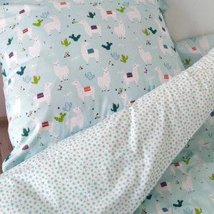 Pościel Bawełniana Lamy Miętowe 160x200 na łożku